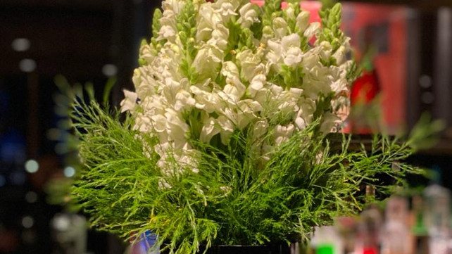 Giraffe Flowers - Corporate Floristry 1.