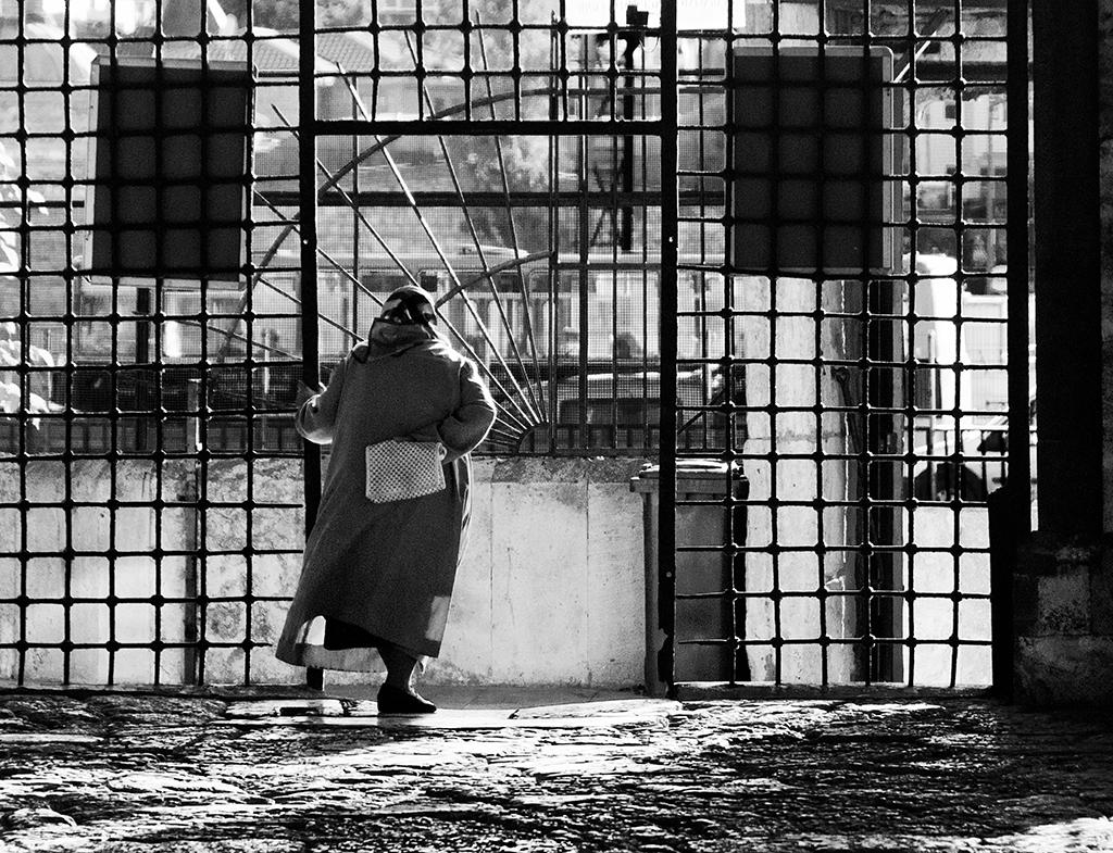 Waiting, Istanbul mosque.jpg