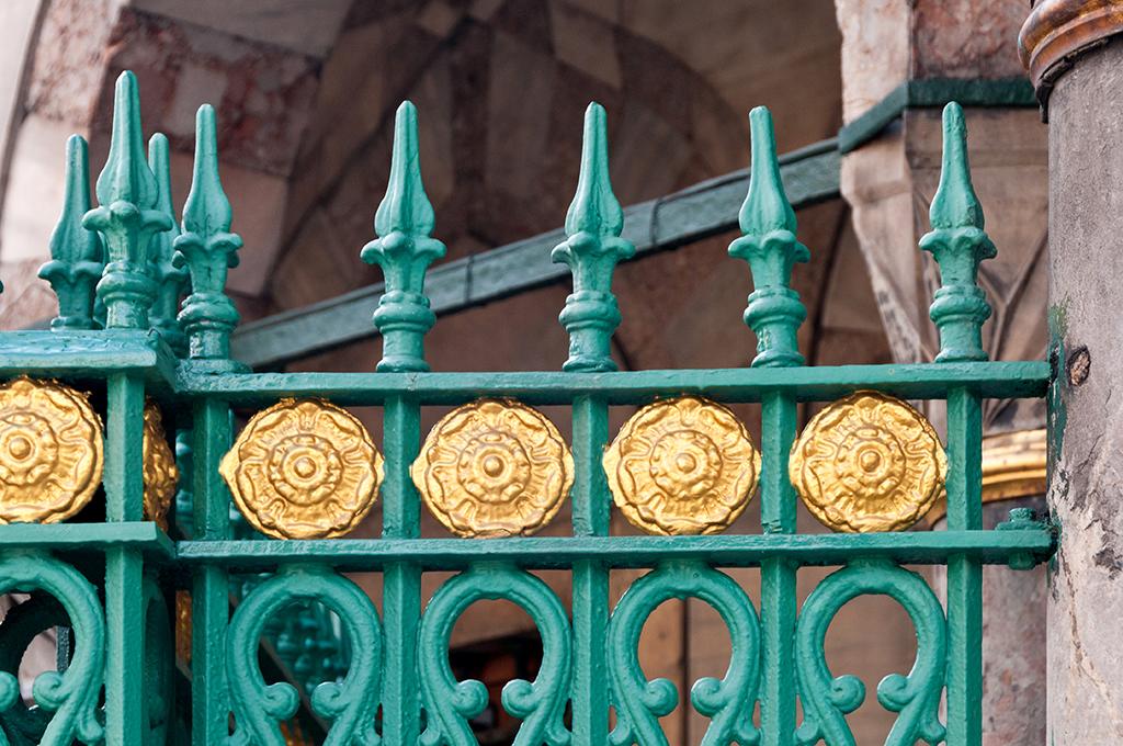 London fence.jpg