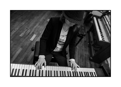 Catherine au piano de Lily Valley