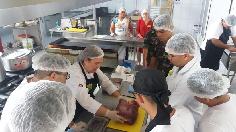 Capacitação_cozinheiros_do_exército_d