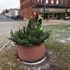 President Lorraine Rovig finishing up a Bridge Square evergreen pot on November 7, 2018.