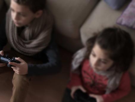 'Cinco minutos más' ¿Por qué los videojuegos absorben tanto (y especialmente a los niños y jóvenes)?