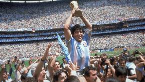LA TERCERA: La pelota no se mancha: ¿Por qué se endiosó a Maradona?