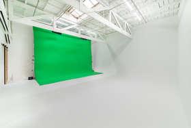 ES Green Screen.jpg