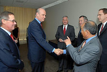 Fred_shaking_hands_with_state_Assemb._Al