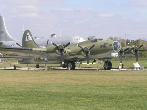 Grissom_Air_Museum_B-17G__Flying_Fortres