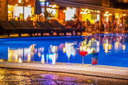 Coctails on the Pool