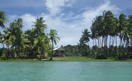 Holiday in Cook Islands  Part 2      アイツタキ島に到着