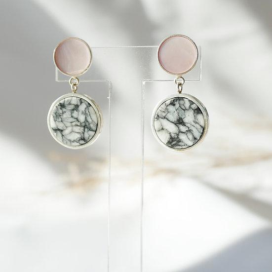 Zilveren oorbellen met roze parelmoer en pinoliet