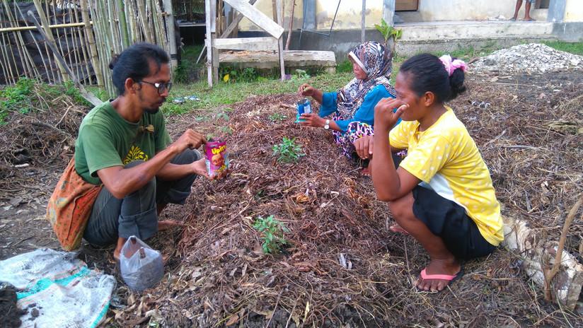 Azim teaching permaculture in Matobiai