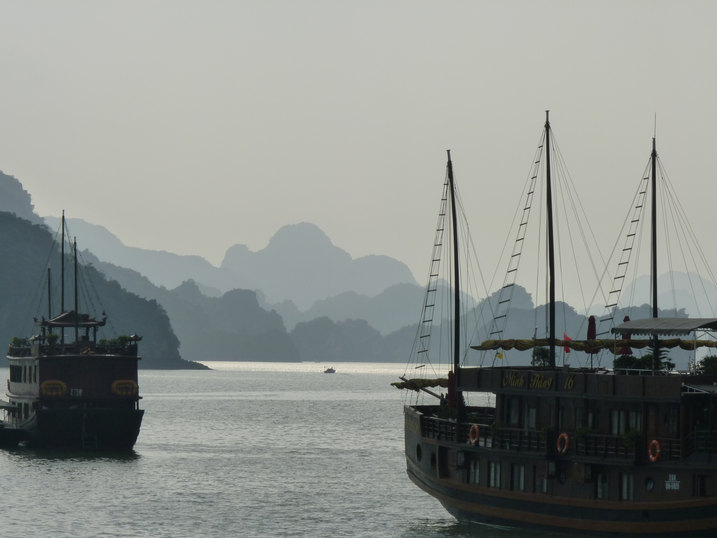 Halong Bay Vietnam.JPG