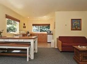 Dining and lounge Creel Lodge.jpg
