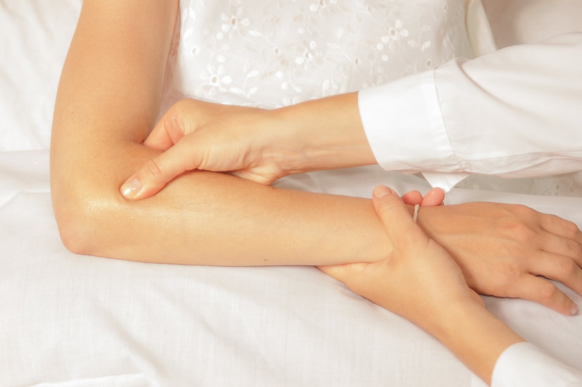 therapist using trigger point therapy