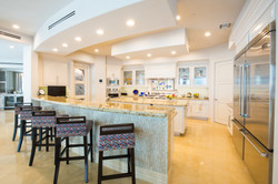 White Lacquered Kitchen Cabinetry