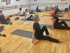 Pilates, Yoga, Etirements, Barre au Sol, Barre à Terre, Swiss Ball