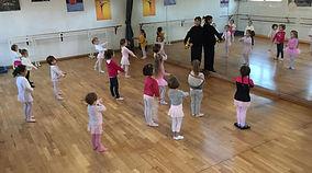 Danse enfants, Classique, ModerneJazz, Hip-Hop, Pilates, Yoga, SwissBall, Shiatsu Studio Cadence