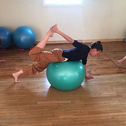 Pilates Swiss Ball, Yoga, Mèditation, Barre à Terre, Barre au Sol, Stretching