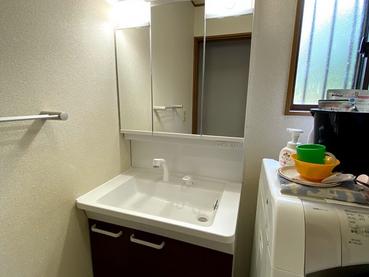 三面鏡付き洗面化粧台で脱衣場の雰囲気が一新‼ 洗面化粧台リフォーム 日高市高萩