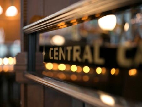 Mindennap előzenével vár Titeket a Centrál Kávéház!