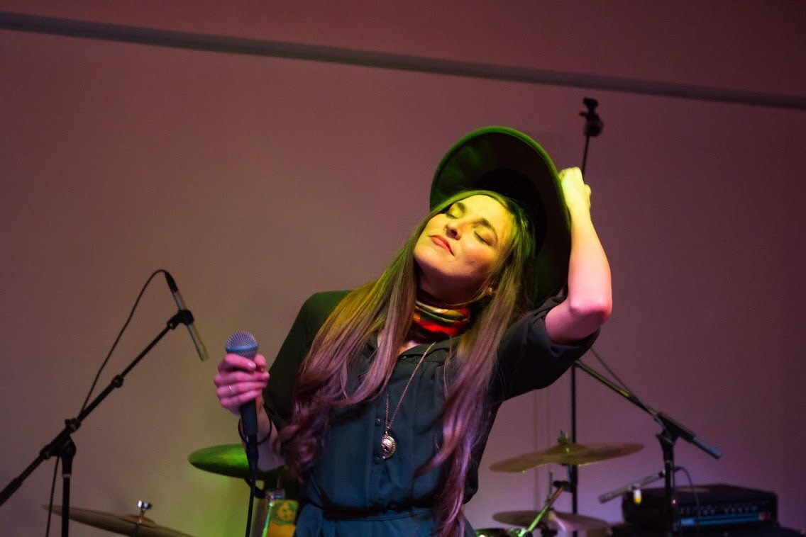 kaylee-robin-laced-in-blue-hat-live-perfomance-broken-drum