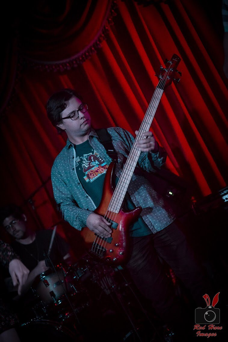 nate-sims-bass-laced-in-blue-alexs-bar-long-beach-red-hare-images-stage-performance-live-ian-leblanc