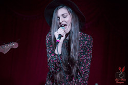 kaylee-robin-singing-singer-laced-in-blue-long-beach-alexs-bar-hat-microphone-belt-red-hare-images-p