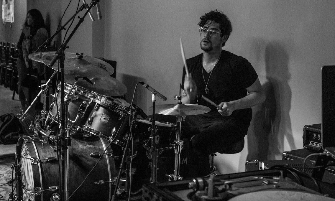 ian-leblanc-laced-in-blue-broken-drum-bar-long-beach-live-black-white