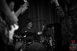 ian-leblanc-laced-in-blue-drummer-drumming-drum-kit-alexs-bar-live-red-hare-images-long-beach