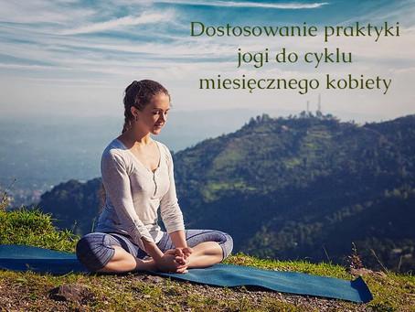 Dostosowanie praktyki jogi do cyklu miesięcznego kobiety