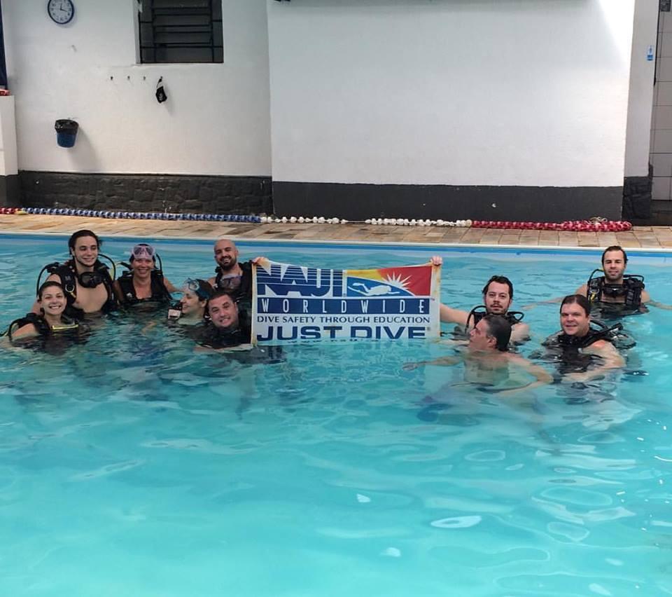 Pratica em piscina
