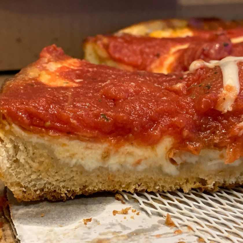 cross section side view of chicago deep dish pizza