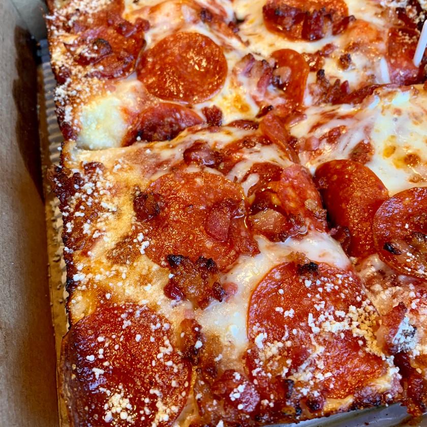 jet's pizza pepperoni bacon detroit style