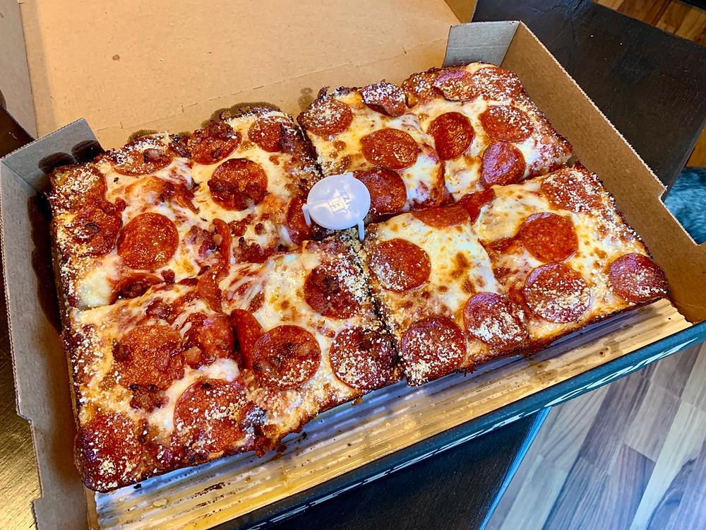 jets detroit style pizza 8 corner pieces