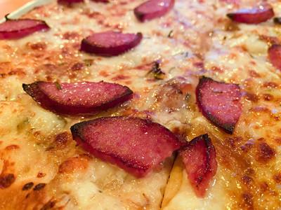 smoked sausage on pizza