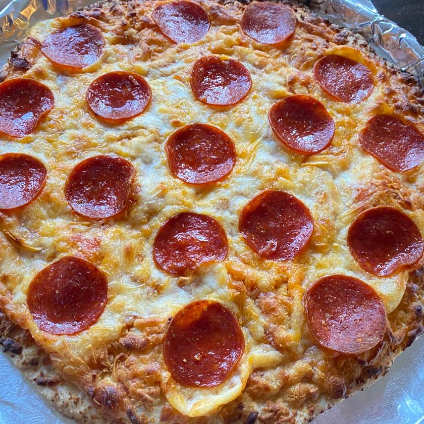 top view of freschetta frozen pepperoni pizza review