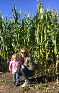 Beans & Greens Farm - cornmaze mom and daughter