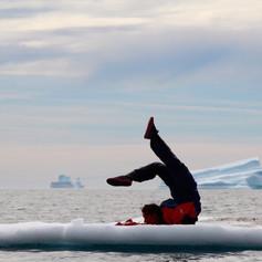 Contorsion sur iceberg