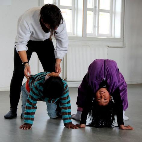 Atelier cirque à Tiniteqilaq en 2017