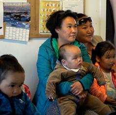 Public au spectacle de Tiniteqiilaq