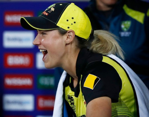 Women's teams win battle for Australian hearts