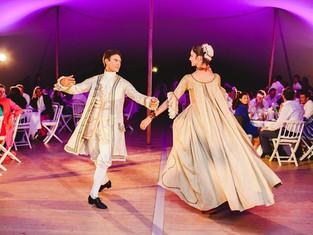 Leçon de danse et d'histoire à la Villa Cathala