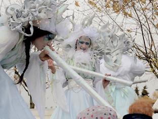 Un festival d'échassiers à Ste Geneviève des Bois pour la Fête des Mômes