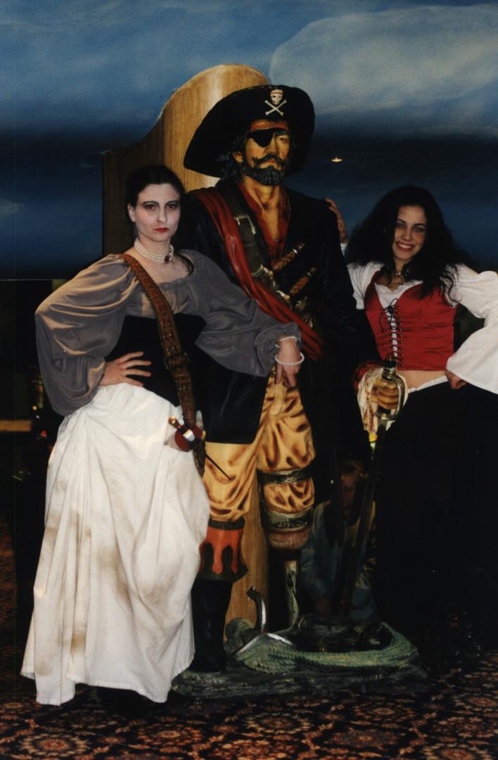 Belles dames pirates vous accueillent