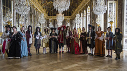 Nos costumes tournent à Versailles. Galerie des Glaces. Costumes et habillage.