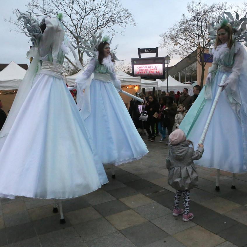 trois fééries blanches au marché de Noel