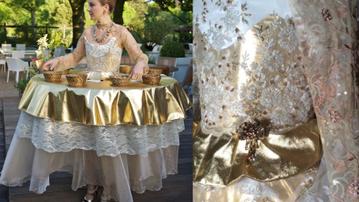 Femme table dorée