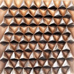 Pyramides,_40_X_40_cm,_chambres_à_air_sur_toile,_peinture_acrylique..