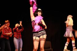 Cynthia Performs Pop Musik