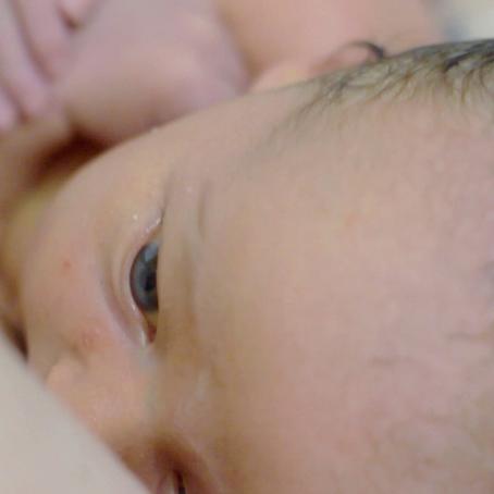 WHY WE DELAYED OUR NEWBORNS FIRST BATH